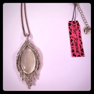 NWT Betsey Johnson Silver oval shaped necklace